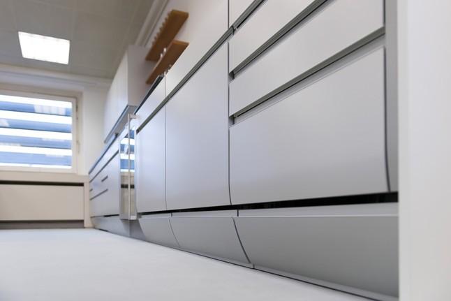 siematic-musterküche grifflose design-küche im alu-look ... - Alu Küche