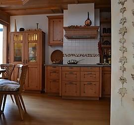 sch ller musterk che landhaus k che in salbeigr n satin ausstellungsk che in geestland von. Black Bedroom Furniture Sets. Home Design Ideas