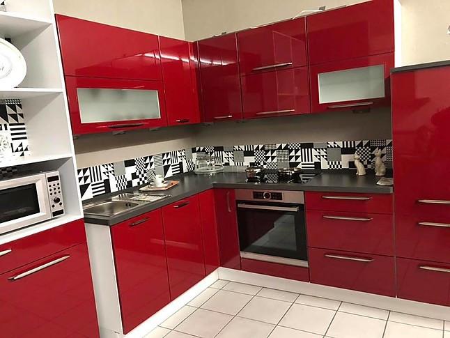 Nobilia Musterkuche Moderne Hochglanzkuche In Rot Ausstellungskuche