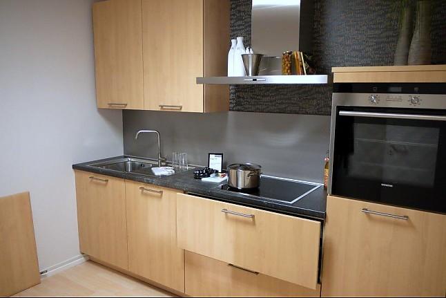 brinkmeier musterk che kleine einbauk che mit holzdekor. Black Bedroom Furniture Sets. Home Design Ideas
