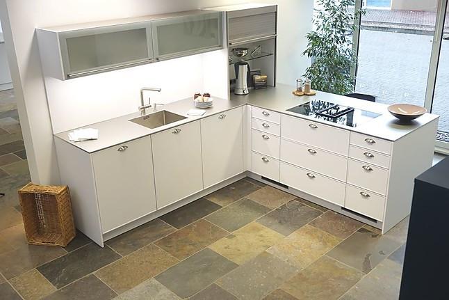 Häcker-Musterküche Moderne Küche L-Küche in polarweiß mit Rahmen ...