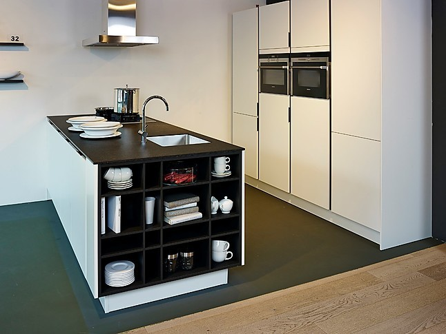 siematic musterk che sch ne siematic inselk che ausstellungsk che in nordhorn von k chenland. Black Bedroom Furniture Sets. Home Design Ideas