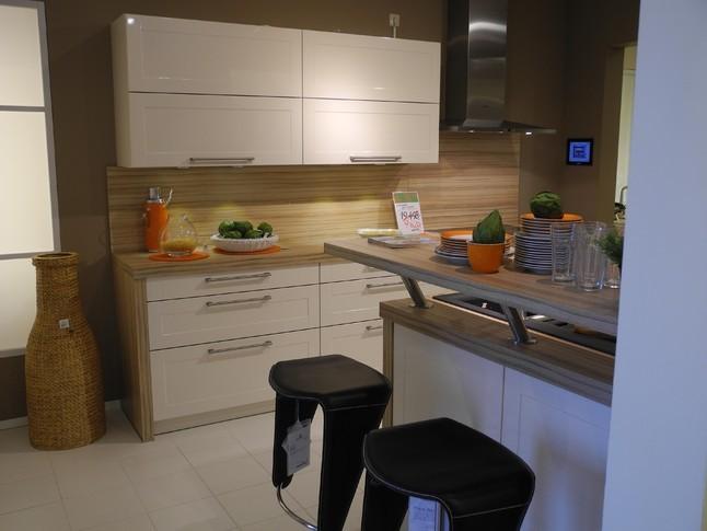 sch ller musterk che moderne hochglanzk che ausstellungsk che in voerde von wohnwelt. Black Bedroom Furniture Sets. Home Design Ideas