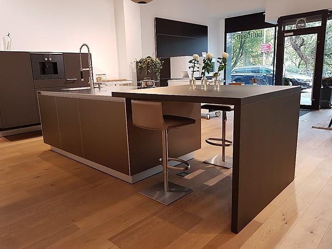 bulthaup musterk che b3 k cheninsel und ger tezeile. Black Bedroom Furniture Sets. Home Design Ideas