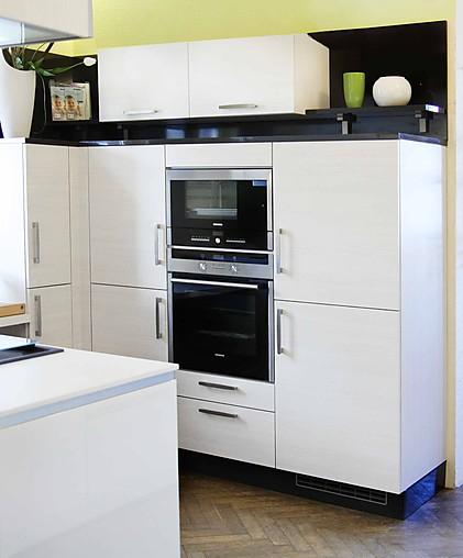 sch ller musterk che zeitlose holzdekorfront ohne e ger te. Black Bedroom Furniture Sets. Home Design Ideas