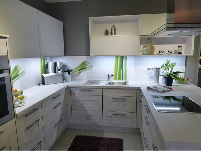 nobilia musterk che rustikale rahmenfront mit mattglas h ngeschr nken ausstellungsk che in. Black Bedroom Furniture Sets. Home Design Ideas