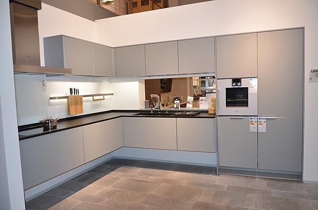 leicht musterk che modern und funktionell ausstellungsk che in hemmingen bei hannover von. Black Bedroom Furniture Sets. Home Design Ideas