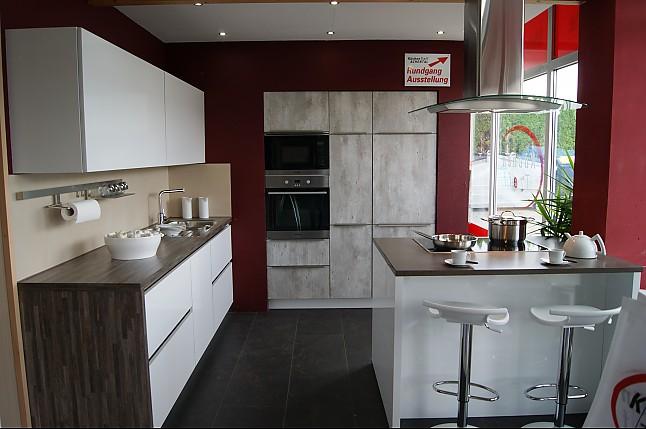 bauformat musterk che moderne grifflose wei e k chenzeile mit insel und hochschr nken. Black Bedroom Furniture Sets. Home Design Ideas