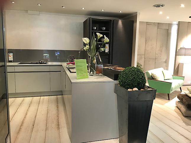 Moderne küchen mit halbinsel  Eggersmann-Musterküche moderne Küche mit Halbinsel und Theke ...