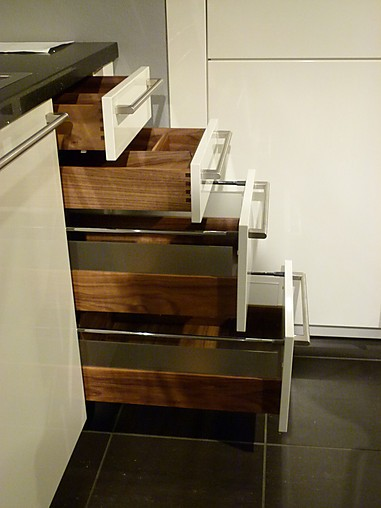 zeyko musterk che das maximum an repr sentation zeyko edelste ausstattung ausstellungsk che. Black Bedroom Furniture Sets. Home Design Ideas