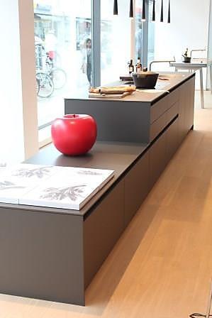 bulthaup musterk che kommunikativer mittelpunkt ausstellungsk che in darmstadt von k chen. Black Bedroom Furniture Sets. Home Design Ideas