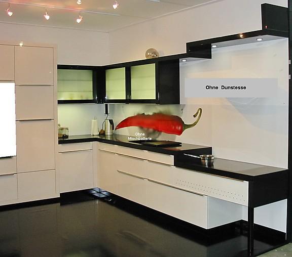 sch ller musterk che hochglanz k che mit quarzstein arbeitsplatte und sp le von silestone. Black Bedroom Furniture Sets. Home Design Ideas