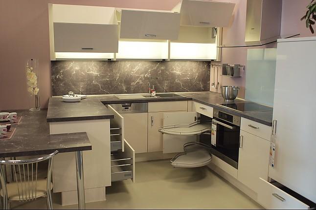 Nobilia-Musterküche Hochwertige U-Küche mit Essplatz & MIELE-Geräten ...