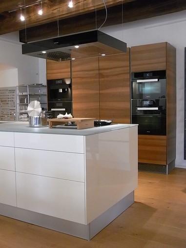 intuo-musterküche moderne küche mit mittelblock: ausstellungsküche ... - Küche Mittelblock