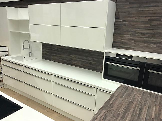 Küchenangebote münchen  DAN-Küchen-Musterküche Designküche in Hochglanz Lack mit Griffleiste ...