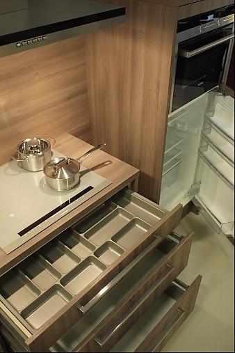 h cker musterk che k che mal anders modern geplant inkl gro em esstisch ausstellungsk che in. Black Bedroom Furniture Sets. Home Design Ideas