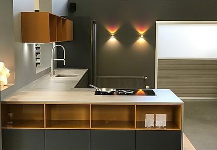 Grifflose L-Küche in Grau