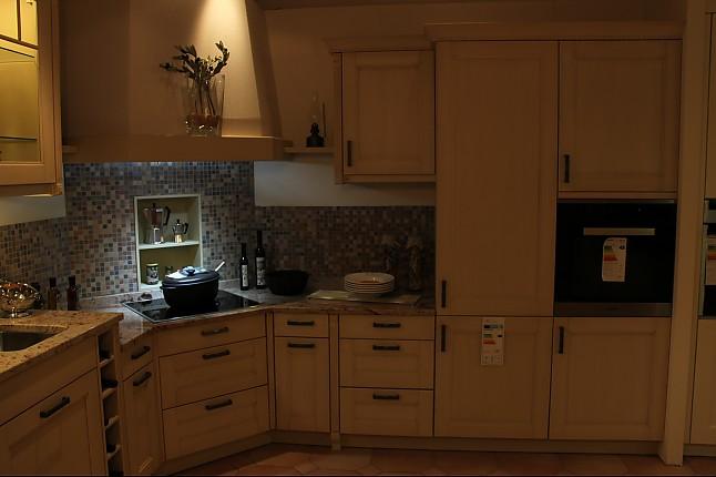 leicht musterk che leicht landhausk che ber eck ausstellungsk che in von. Black Bedroom Furniture Sets. Home Design Ideas