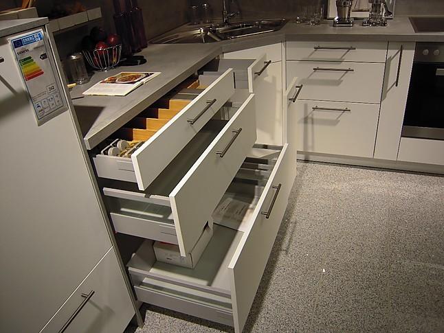 contur-musterküche moderne l-küche mit eckspüle: ausstellungsküche ... - Eckwaschbecken Küche