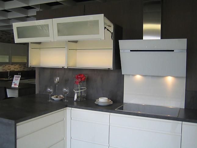 nobilia musterk che hochglanz lack wei grifflos ausstellungsk che in von. Black Bedroom Furniture Sets. Home Design Ideas