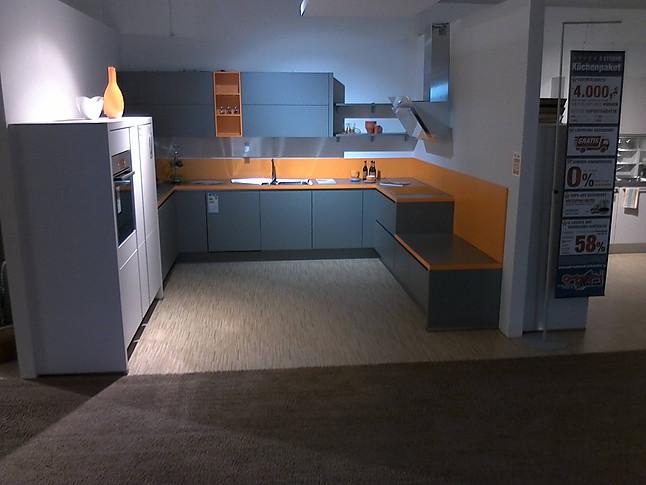Nobilia-Musterküche grifflose U-Küche mit Sitzbank ...