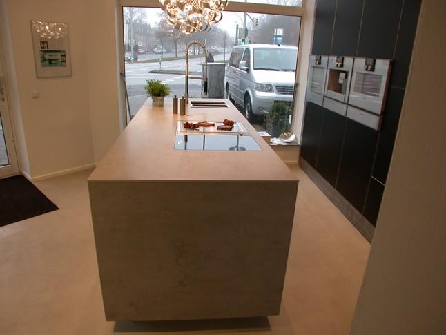 poggenpohl musterk che puristische k che mit kochblock mattlack mit alukante ausstellungsk che. Black Bedroom Furniture Sets. Home Design Ideas