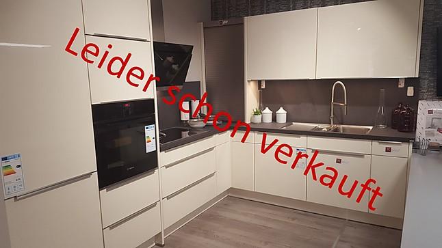 nobilia musterk che lack k che mit bosch ger ten zum knallerpreis abzugeben ausstellungsk che. Black Bedroom Furniture Sets. Home Design Ideas