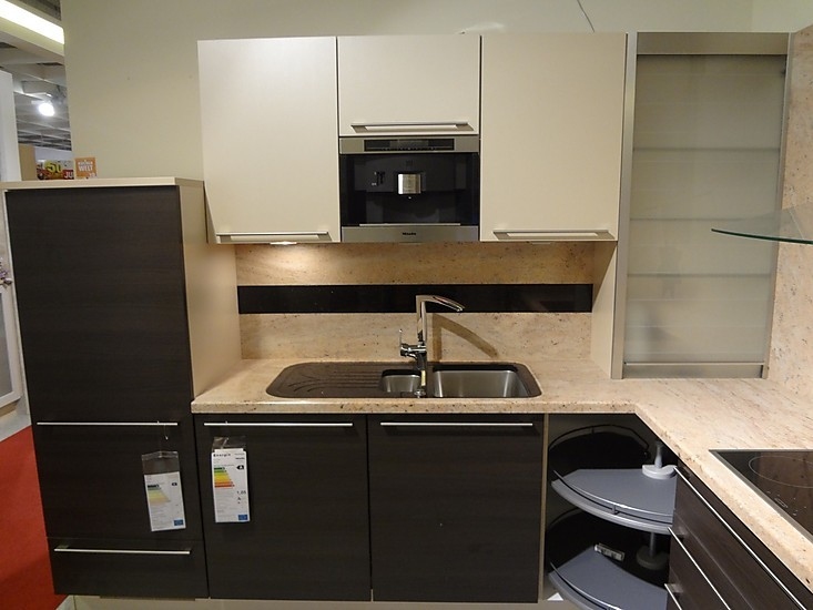 nobilia musterk che moderne designk che mit miele ger ten granit arbeitsplatte kaffeeautomat. Black Bedroom Furniture Sets. Home Design Ideas
