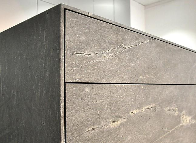 sonstige musterk che schwebende k cheninsel aus stein naturstein atlantic stone. Black Bedroom Furniture Sets. Home Design Ideas