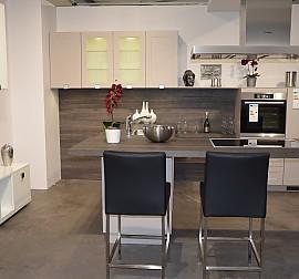 nobilia musterk che design winkelk che zeile mit insel ausstellungsk che in iserlohn von. Black Bedroom Furniture Sets. Home Design Ideas