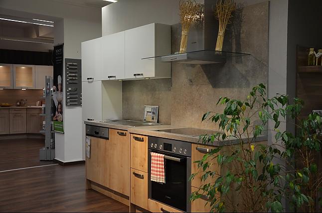 h cker musterk che moderner hingucker in wei eiche cornwall ausstellungsk che in l denscheid. Black Bedroom Furniture Sets. Home Design Ideas