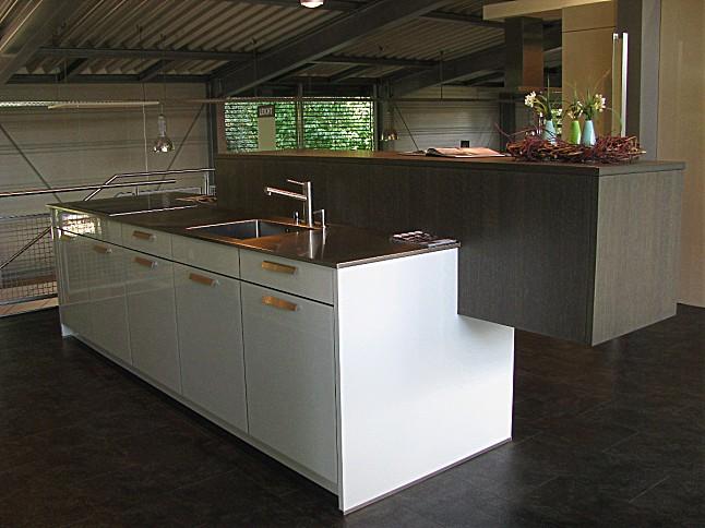 leicht musterk che ios topos ausstellungsk che in offenburg von hasu k che und wohnen. Black Bedroom Furniture Sets. Home Design Ideas