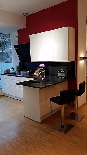 h cker musterk che klassiker in schwarz wei ausstellungsk che in berlin von das k chenhaus uwe. Black Bedroom Furniture Sets. Home Design Ideas