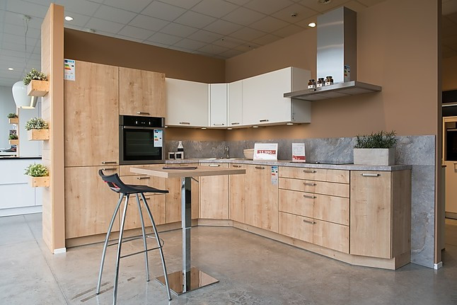 Häcker-Musterküche – gemütliche Küche in Holzoptik ...