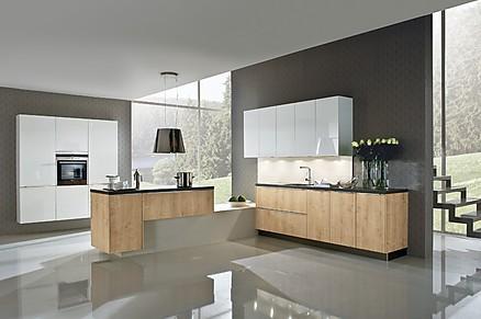 Moderne L-Küche mit Holzfronten