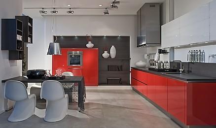 Moderne, rote Küche