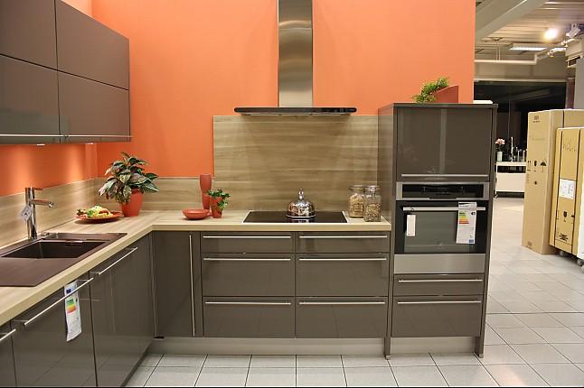 nobilia musterk che moderne lackfront kombiniert mit country oak arbeitsplatte. Black Bedroom Furniture Sets. Home Design Ideas