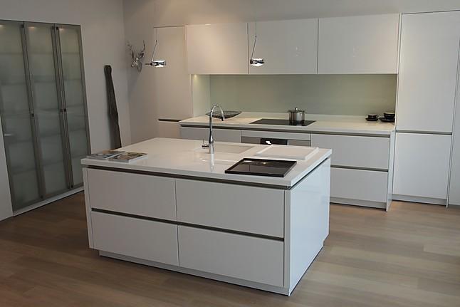 Siematic musterkuche grifflose designkuche mit for Designküchen