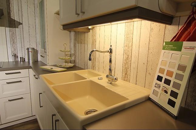 sch ller musterk che moderne landhausk che mit. Black Bedroom Furniture Sets. Home Design Ideas