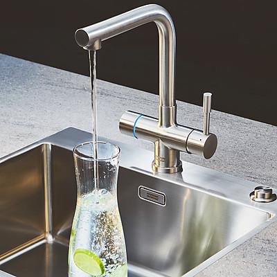 Die Heißwasserarmatur spendet auch kaltes, gefiltertes Wasser