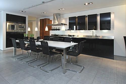 hausmarke musterk che schwarze designk che ausstellungsk che in nettetal von anton thelen gmbh. Black Bedroom Furniture Sets. Home Design Ideas