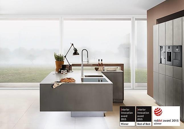 Zeyko musterkuche designkuche mit metallfront for Zeyko küchen preis