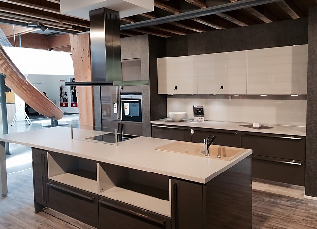 nobilia musterk che designk che mit insel ausstellungsk che in biberach von k chentreff biberach. Black Bedroom Furniture Sets. Home Design Ideas