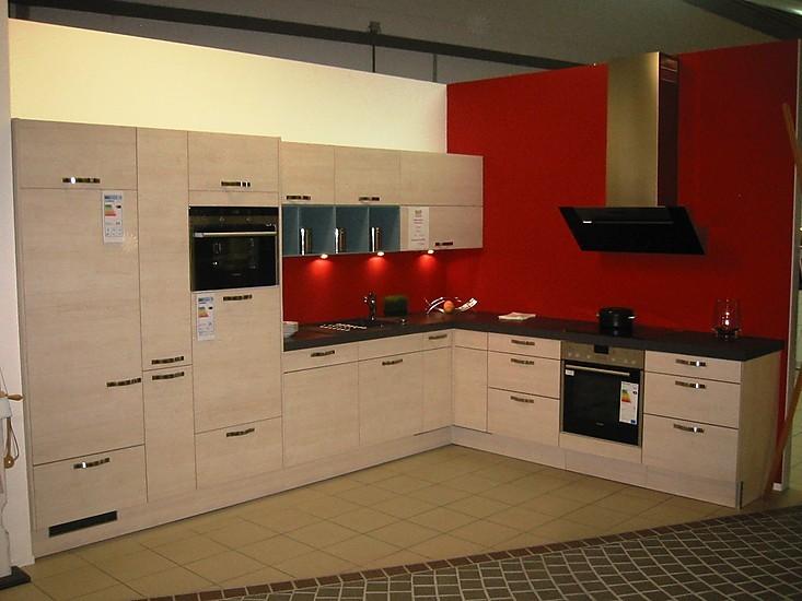 pronorm musterk che moderne k che mit bunten designregalen ausstellungsk che in reutlingen von. Black Bedroom Furniture Sets. Home Design Ideas