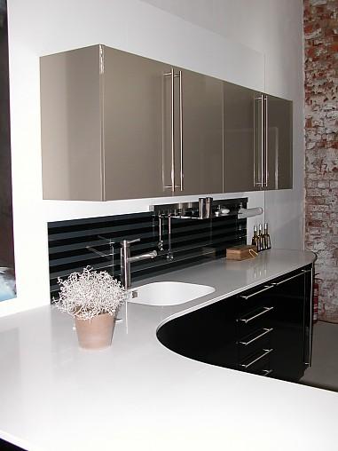h cker musterk che systemat hochglanz schwarz lackiert ohne ger te ausstellungsk che in jena. Black Bedroom Furniture Sets. Home Design Ideas