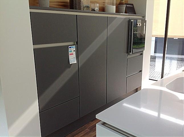 Signia-Musterküche moderne grifflose Küche mit Insel in weiß/grau ...