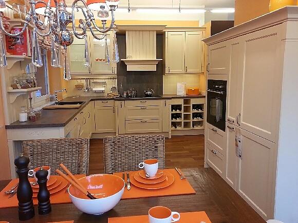h cker musterk che gro e gem tliche landhausk che echtholz lackiert mit neff einbauger ten. Black Bedroom Furniture Sets. Home Design Ideas