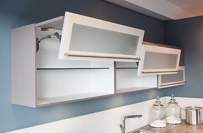Häcker Musterküche Kleine Winkelküche mit Sitztheke
