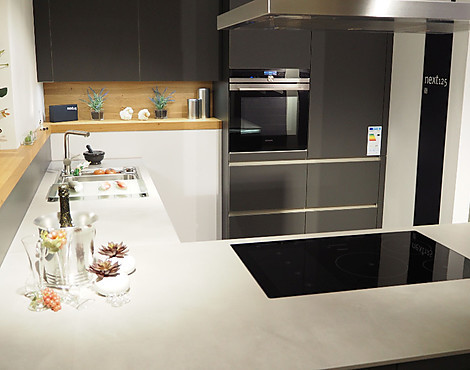 Moderne küche mit matter glasfront nx902