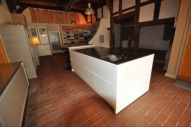 hausmarke musterk che inselk che grifflos murano ausstellungsk che in verl von kr per k chen. Black Bedroom Furniture Sets. Home Design Ideas